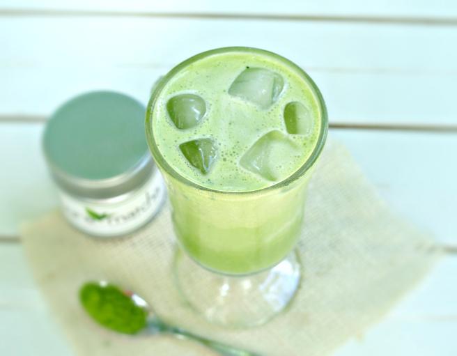 vegan-iced-matcha-latte